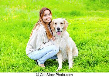 doré, été, heureux, ensoleillé, chien, ensemble, propriétaire, portrait, herbe, jour, retriever