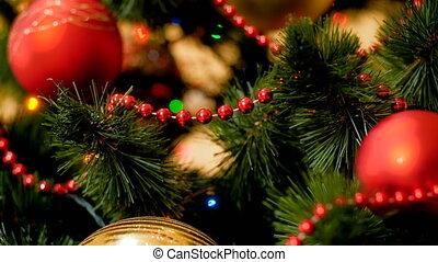 doré, babioles, coloré, métrage, lumières arbre, incandescent, closeup, 4k, pendre, noël, rouges