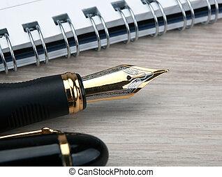 doré, bois, bloc-notes, stylo, fontaine, table