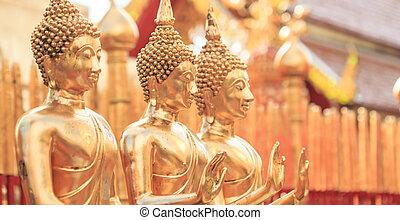 doré, bouddha, dans, temple, chiang mai, asie, thaïlande