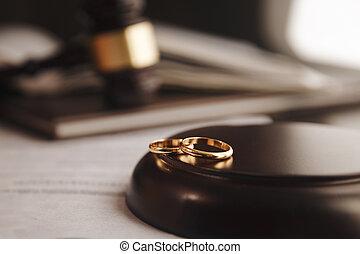 doré, divorce, image, anneaux, tondu, frapper, juge, salle audience, bureau, marteau