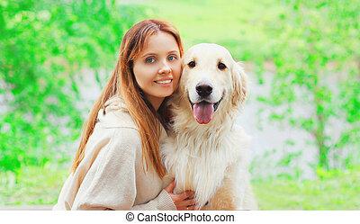 doré, femme, été, chien, ensemble, propriétaire, portrait, sourire heureux, jour, retriever