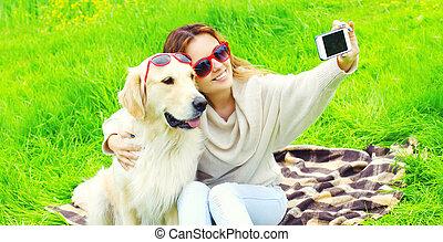 doré, femme, image, prendre, chien, jour, téléphone, été, sourire, retriever, selfie, heureux