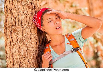 dor de cabeça, temperatura, quentes, hiking mulher, sedento, desidratado, stroke., esvaziado, cansadas, lifestyle., atividade, hiker, calor, ao ar livre, menina, sentimento