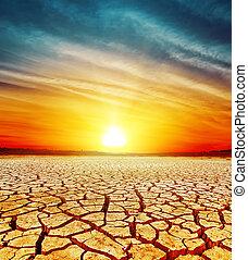 dorado, encima, ocaso, agrietado, desierto