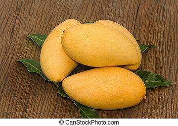 dorado, mango