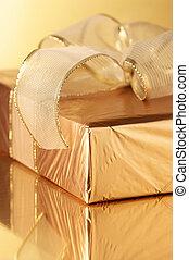 dorado, regalo, primer plano
