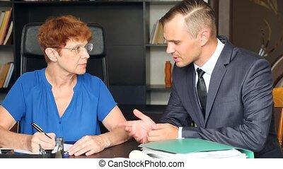 doradzeni, będzie, powolny, ostatni, j., jej, posiedzenie, 4k, podpis, następny, ruch, osoba, desk., kobieta, garnitur, testament, senior, siada