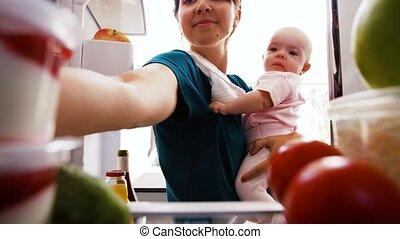 dorlotez aliment, prendre, frigidaire, maison, mère