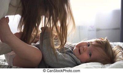 dorlotez fille, jeu mère, chambre à coucher