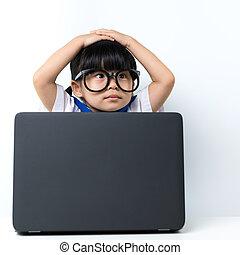 dorlotez fille, ordinateur portable