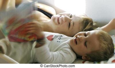 dorlotez garçon, histoires lecture, mère