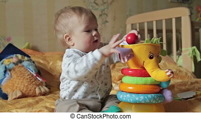 dorlotez garçon, jeu, sien, jouets