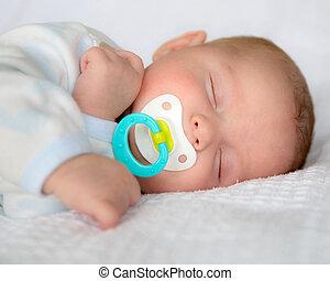 dorlotez garçon, nourrisson, paisiblement, dormir