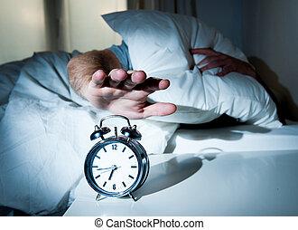 dormir, cedo, relógio, homem, manhã, perturbado, alarme