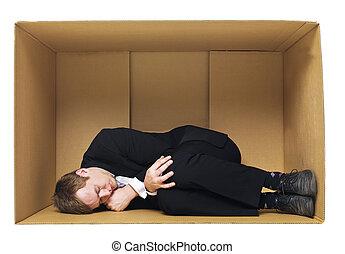 dormir, em, um, caixa papelão