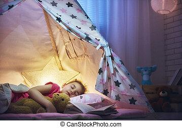 Dormir la siesta, niña, tienda