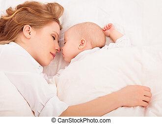 dormir, mãe, cama, bebê recém-nascido, abraços, junto