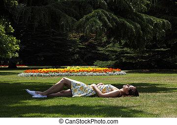 dormir, verão, sol, jardim, mulher, bonito