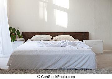 dormitorio, con, un, cama, en, un, sitio blanco
