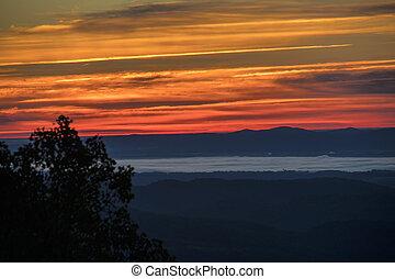 dorsale bleu, coucher soleil, coloré