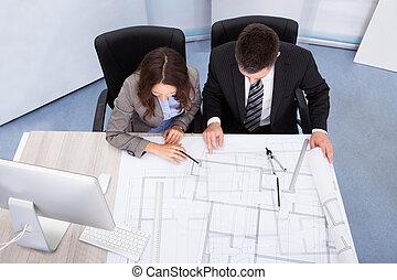 dos, arquitecto, discutir