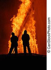 dos, bomberos, combatir, contra, furioso, fuego, note:, cima, izquierda, esquina, partículas, ser, de, fuego, y, rocío agua, no, cámara, ruido