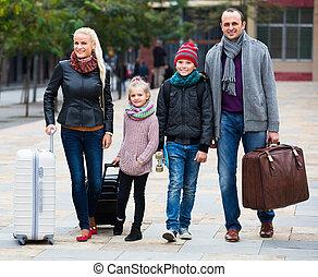 dos, calles, niños, perseguir, padres