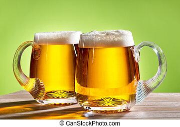 dos, cervezas, sobre la mesa