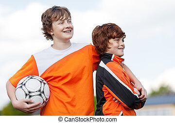 dos, compañeros de equipo, en, instrucción fútbol
