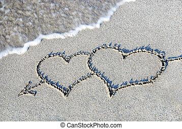 dos corazones, contorno, en, arena, contra, onda