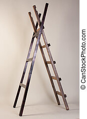 dos, de madera, escaleras, en, un, fondo gris