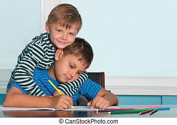 dos, dibujo, niños, en, el, escritorio