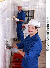 dos, electricista, trabajo encendido, baño