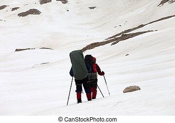 dos, excursionistas, en, nevoso, meseta
