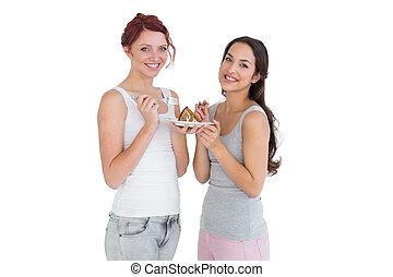 dos, feliz, joven, hembra, amigos, comida, pastel, juntos
