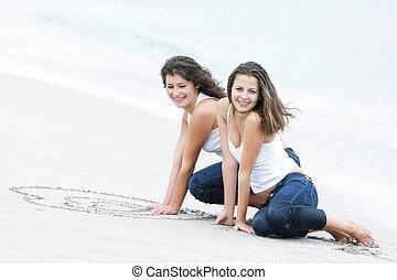 dos, feliz, niñas, en, playa