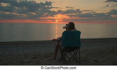 dos, femme, boire, vue, camping, chaise, séance, café