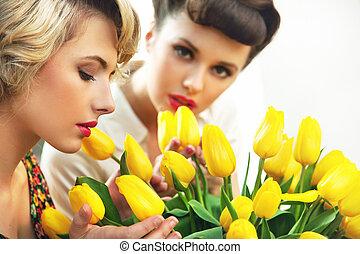 dos, flor, ninfas, y, un, ramo, tulipanes