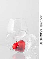 dos, gafas vino, y, corazón rojo