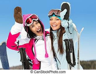 dos, hembra, esquiador, amigos, con, manos arriba
