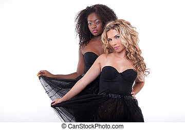 dos, hembra, modelos, en, un, negro, transparente, vestido