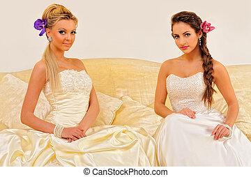 dos, hermoso, novias, en, un, boda, dresses.