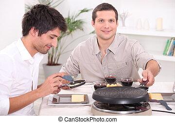 dos hombres, el gozar, un, raclette