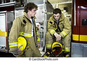 dos, joven, bomberos