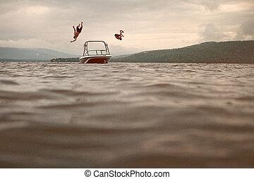 dos, joven, saltar, de, un, barco