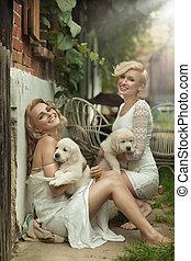 dos, lindo, blondies, con, perritos
