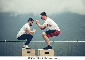 dos, macho, atlético, amigos, hacer, caja, salto, ejercicio, al aire libre