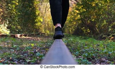 dos, motion., jeunes femmes, chemin fer, legs., tracks., ...
