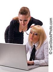 dos, mujer, con, un, computador portatil